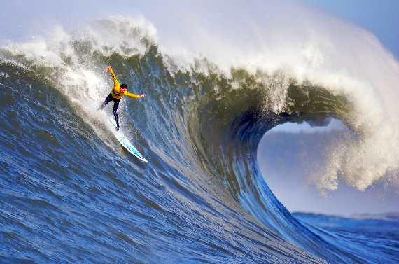Surfing Mavericks Competition