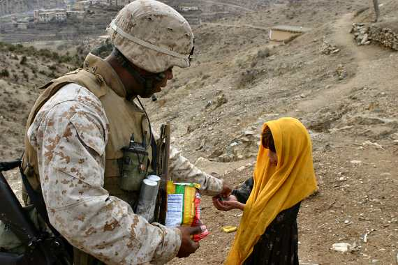 US Solder with Child